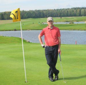 Klassisk golftøj - sorte golfbukser og polo